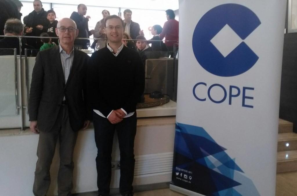José Gil -derecha de la imagen- junto al director de COPE Castellón, Josep Lázaro.