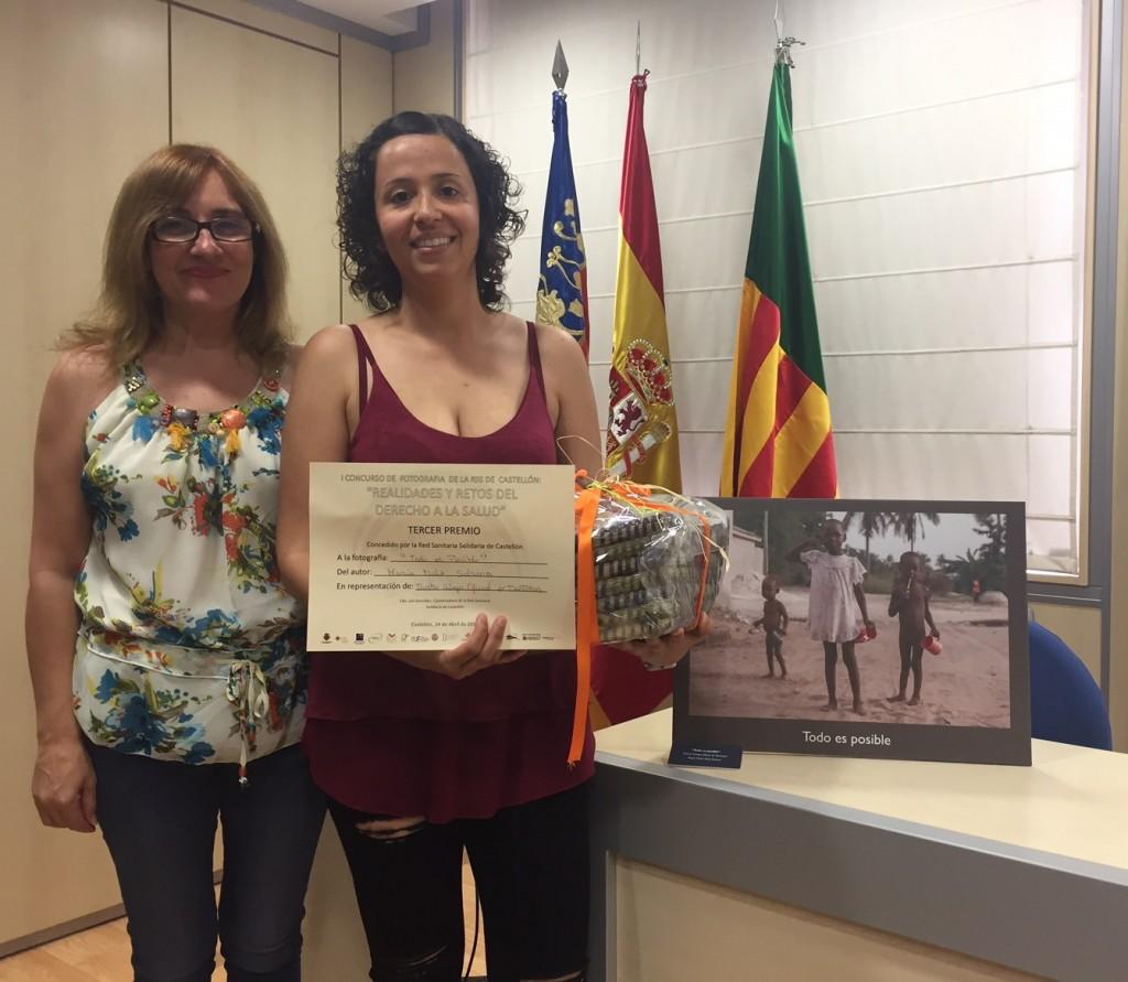 La colegiada María Dolz (derecha) junto a Loli González, de Medicus Mundi.